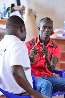 Kenya. Young refugees and members of the host community learn methods of mediation and peaceful conflict transformation. © GIZ / Alex Kamweru
