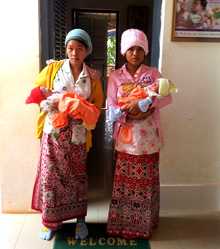 Cambodia. Two mothers and their newborns are discharged from the Provincial Referral Hospital of Kampot after receiving postnatal care. © GIZ