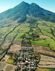 Settlements on the slope of Chichontepec, a volcano in El Salvador  © GIZ