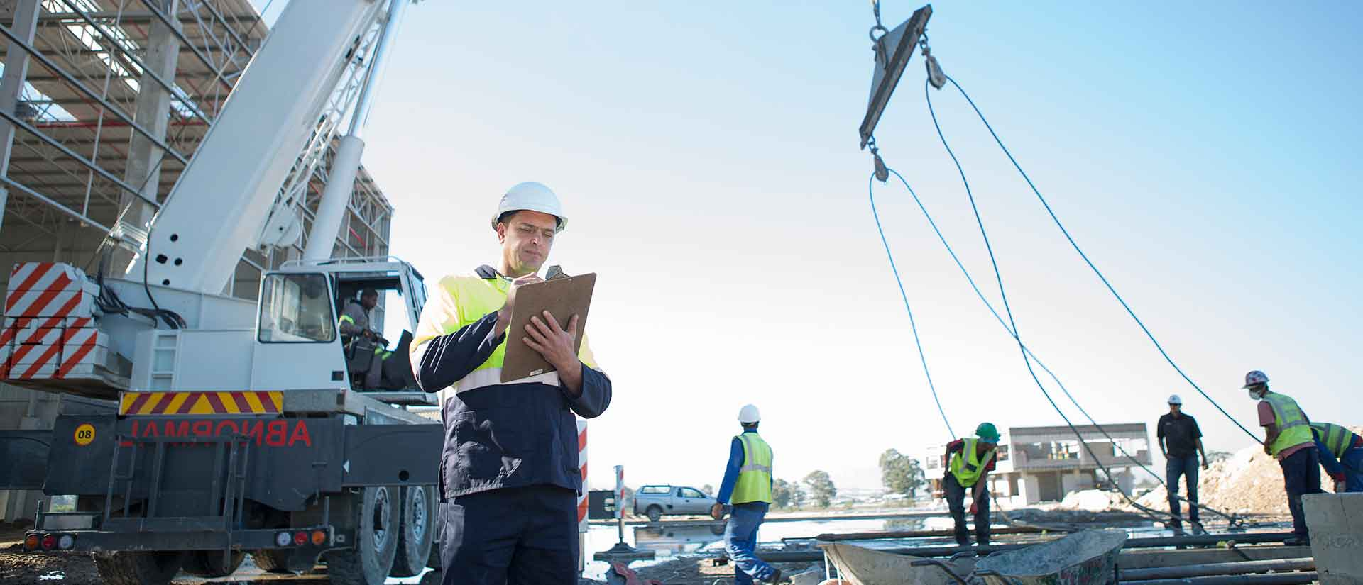 Site manager with clipboard on construction site (Photo: Zero Creatives / GettyImages)